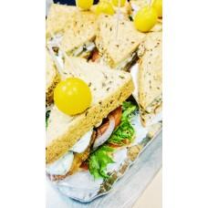 Club sandwich kanašnitsliga, peekoniga ja marineeritud kurgiga (tk)
