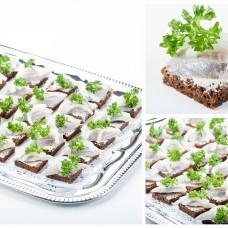 Rukkileivake kergelt soolatud heeringafilee ja munavahuga (tk)