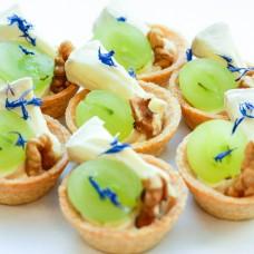Korvike toorjuustukreemiga, Brie juustuga ja kreeka pähklidega (tk)