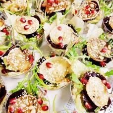 Salatitops kitsejuustu/peediga ja apelsini, balsamico, sinepi kastmega (tk)