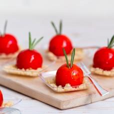 Kanamousse peegelglasuuris parmezani crunchiga (1tk/30gr)