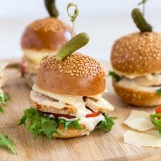 Miniburger kana ja Caesari kastmega (1tk/100 gr)